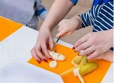 in cucina con i bambini montessori 20 attivit 224 da fare in cucina con i bambini