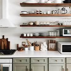 idee per mensole le mensole a vista in cucina ma anche funzionali