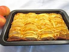 apfelkuchen mit hefeteig hefeteig apfelkuchen mit mandelkruste ixia chefkoch de