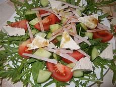 gewächshaus gurken und tomaten rucolaplatte mit tomaten und gurken mit balsamicodressing