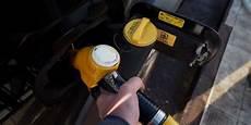 gasoil a prix coutant le carburant vendu 224 prix co 251 tant dans plusieurs enseignes