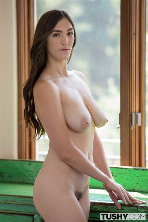 Holly Michaels Photos