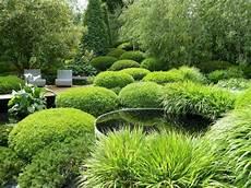 bassin de jardin rond comment am 233 nager et d 233 corer votre bassin de jardin