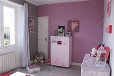 chambre fille violet deco chambre bebe fille gris en consort avec