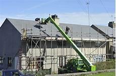 echafaudage pour toiture photo gratuite echafaudage toit tuiles image gratuite
