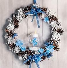 türkranz selber basteln anleitung t 252 rkranz f 252 r weihnachten mit tannenzapfen und in eisiger