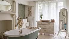 salle de bains romantique mobilier accessoires westwing