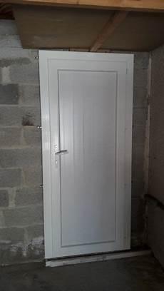 Pose D Une Porte De Service 224 Auriol 13390 Pose De