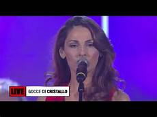ladari a gocce di cristallo tatangelo gocce di cristallo radio italia live 2015