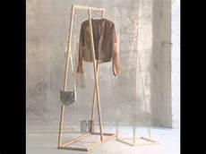 kleiderständer selber machen wie ein kleiderst 228 nder garderobe entsteht