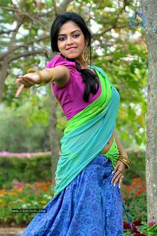navel thoppul low hip show in saree page 151