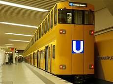 u bahn weltweit erster u bahn mit zwei etagen in berlin spandau