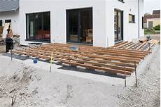 Holzterrasse Unterkonstruktion Ein Haus F 252 R Den Zwerg