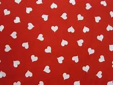 corazones blancos sobre fondo rojo laurasanjosepatchwork com
