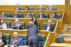 garamendi felicita a urkullu por tejeria reclama un nuevo estatus en el primer discurso
