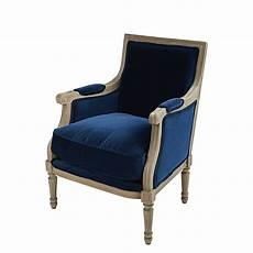 fauteuil velours bleu fauteuil en velours bleu nuit casanova maisons du monde
