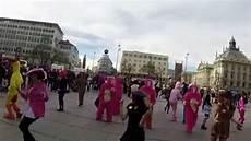 Die 25 Besten Faschingskost 252 Me Flashmob Am Stachus
