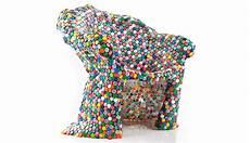colorida silla hecha con tapones de botellas como hacer muebles reciclados botellas