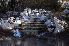 bassin de jardin avec cascade 62005 bassin d eau et piscine pour le baignade naturelle et