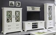 möbel wohnzimmer weiß tv lowboard kashmir schrankwand wohnen und landhausstil