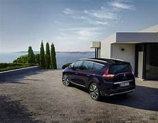 Renault Scenic Family Graced With High End Initiale