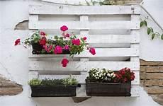 pot de fleur en palette jardini 232 re en palette de bois 74 mod 232 les 224 faire soi m 234 me