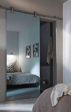 Une Porte Coulissante Comme Un Miroir Pour S 233 Parer La