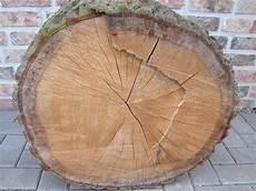 weidenkorb für kaminholz eiche brennholz ist eichenholz dass ideale und beste