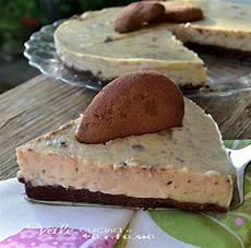 crema pasticcera con biscotti sbriciolati torta fredda con crema pasticcera e biscotti al cioccolato