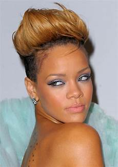 pictures rihanna s short haircuts best styles over the years rihanna blonde fauxhawk hairstyle