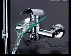 rubinetto bagno a cascata rubinetto miscelatore a cascata con doccino per vasca