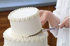 how to make and assemble a wedding cake going to the