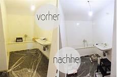 Household Electric Appliances Schwarze Fliesen Bad