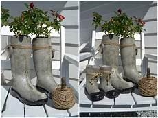 Kreative Pflanzgef 228 223 E Aus Beton Und Gummistiefeln Garden