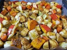 Ofengemüse Mit Kartoffeln - ofengem 252 se mit hokkaido k 252 rbis kartoffeln fenchel