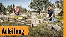 haus am hang bauen stützmauer trockenmauer bauen hornbach meisterschmiede