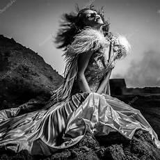 photo romantique noir et blanc noir blanc portrait de femme romantique au