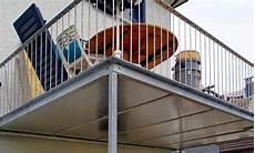 terrasse auf stahlkonstruktion metall werk z 252 rich ag balkon und terrasse mit holzboden
