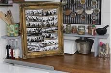 bilderrahmen mit wäscheklammern fotowand aus einem bilderrahmen und polaroids selber machen