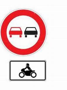 wo ist das überholen verboten 220 berholverbot nur f 252 r motorr 228 der verkehr sicherheit