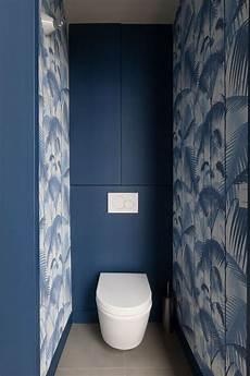 papier peint toilettes papier peint dans les toilettes palm jungle bleu et blanc