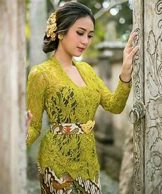 Jilbab Yang Cocok Untuk Kebaya Warna Kuning Kunyit