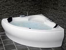 whirlpool badewanne eckwanne mit 8 d 252 sen