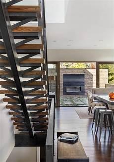 escalier metal et bois escalier design moderne 79 id 233 es en bois b 233 ton m 233 tal ou