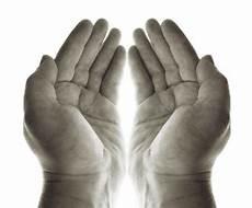 Beginilah Sunnah Mengangkat Tangan Ketika Berdoa