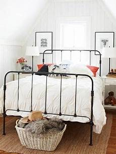 White Metal Bed Frame Bedroom Ideas by 5 Reasons Why I Decorating A Bedroom With A Wrought