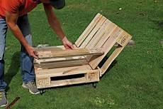 liegestuhl aus paletten liegestuhl aus paletten selber bauen mein eigenheim
