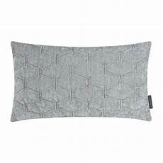 sofakissen grau sofakissen quot matrix quot grau 30 cm x 50 cm sofakissen mit