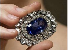 Brooches : Brooch from a sapphire and diamond demi parure