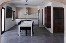 pavimenti in cemento per interni prezzi pavimenti in cemento spatolato per interni moderni